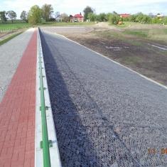 6. Zakończono montaż barierek oraz wykonanie ścieżki na koronie
